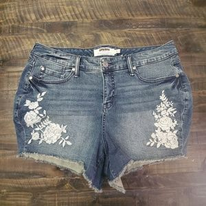 TORRID White Floral Shorts | PLUS SIZE